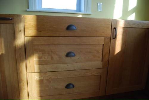 kitchen cabinets with hardware pictures number size of cup pulls on my island drawers 8178