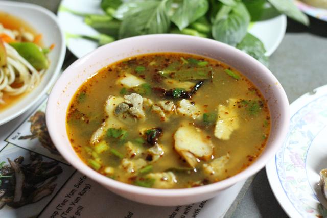 Som saap moo (sour Isan soup ต้มแซบหมู)