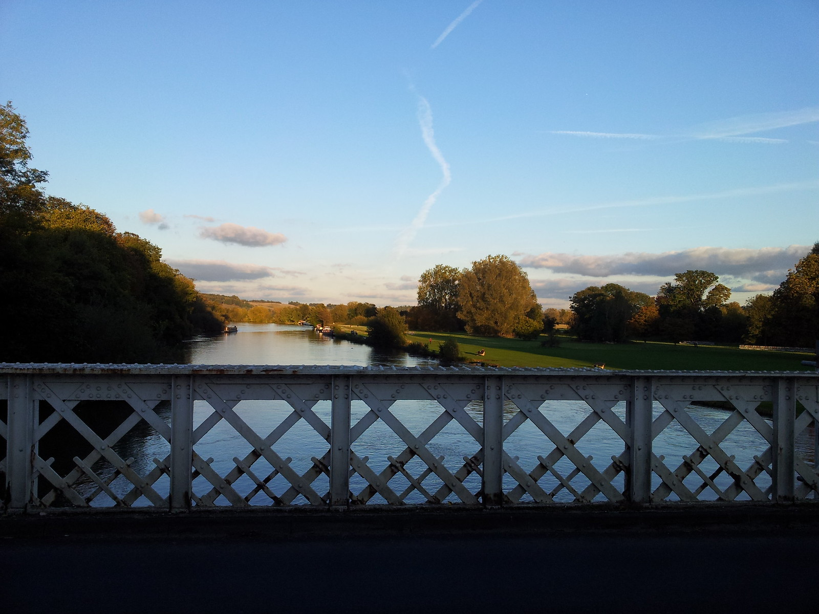 View from Witchurch Toll Bridge Henley to Pangbourne