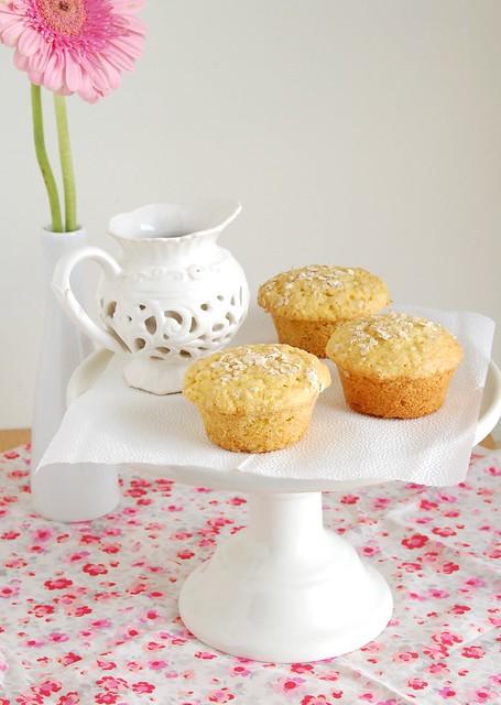 Orange and oats muffins / Muffins de laranja e aveia