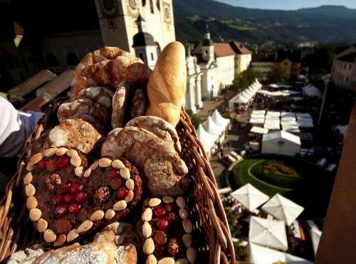 Mercato del pane e dello strudel tre giorni di festa a for Dormire a bressanone