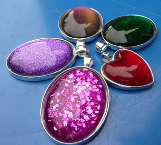 nail varnish pendants 1