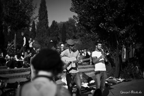 Mauerpark Street Musicians by Ineound