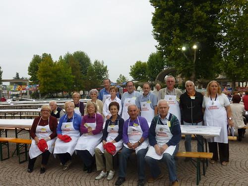 O grupo voluntário voluntário de solidariedade.