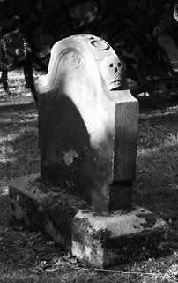 side skull tombstone 01