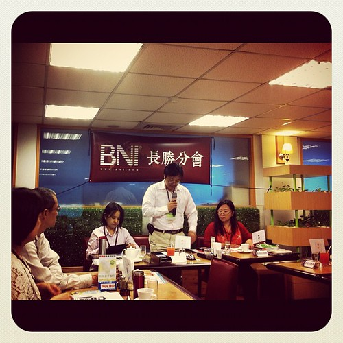 BNI長勝分會:新會期開使始,主席李杰穎,會員協調員羅平,財務秘書鄭雅儷 by bangdoll@flickr