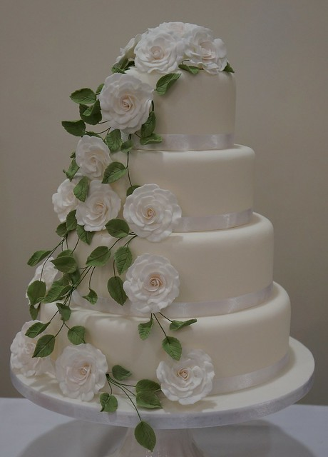 wedding cake with green leaves cascading white and green leaf wedding cake flickr 26903