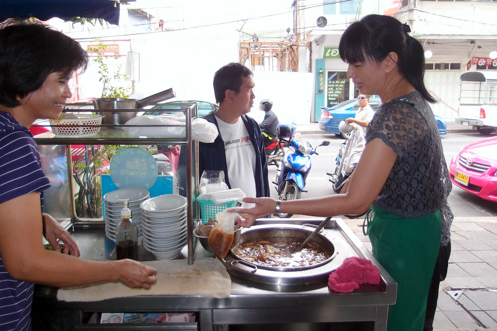 Must Try Bangkok Food: Fish Maw Soup for Breakfast