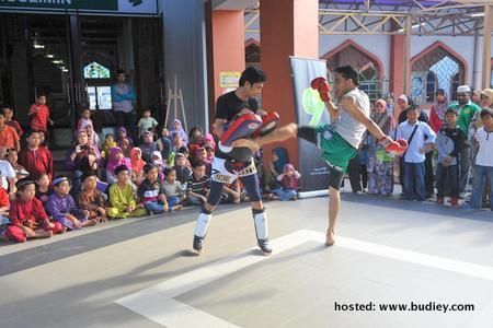 Aktiviti Muay Thai turut diadakan untuk remaja