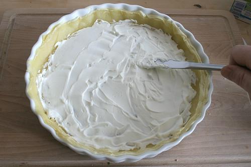 30 - Mit Ziegenfrischkäse bestreichen / Spread with goat cream cheese