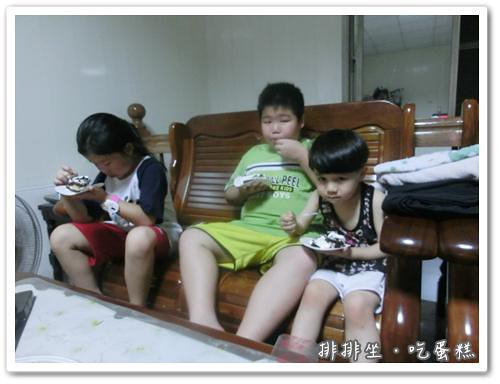 120630-三個吃蛋糕的小朋友