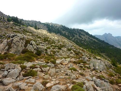 Tour de la plaine d'Uovacce : l'extrémité de la plaine vers le Monte Tignoso avec vue sur la crête Est et le pylône
