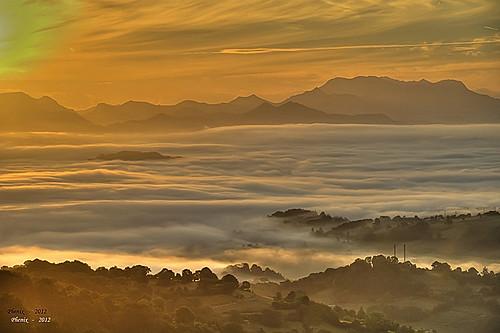 un mar de nubes..... ( Piloña 2012 )