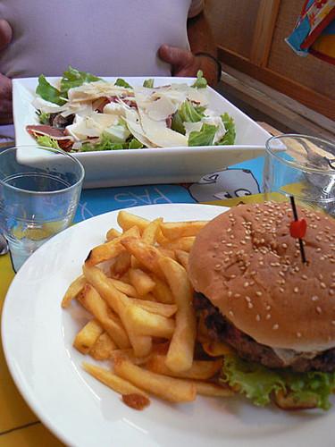salade et hamburger.jpg