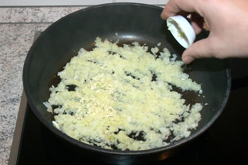 24 - Knoblauch hinzufügen / Add garlic