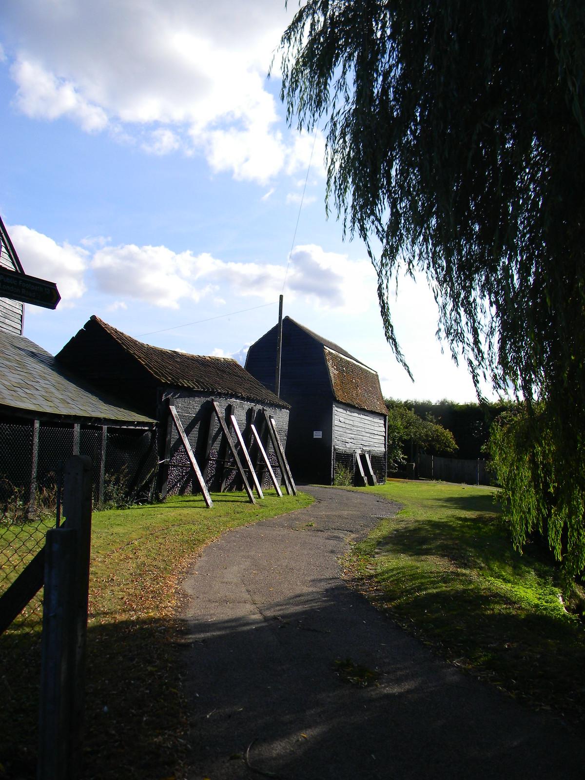 propped up buildings, Sawbridgeworth Roydon to Sawbridgeworth