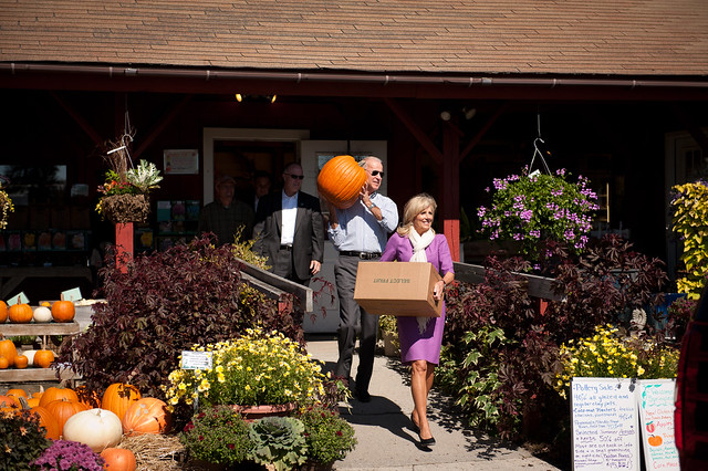 Photo: The Bidens celebrate fall