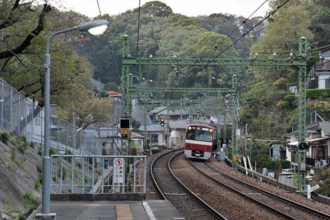 京急田浦駅から追浜駅方を見る