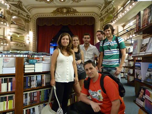 Con mis amigos en la librería El Ateneo Grand Splendid (Buenos Aires)