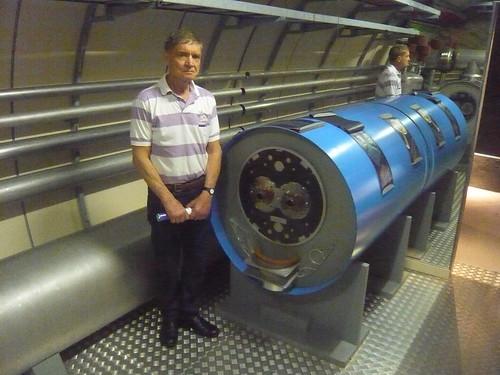 Secção do anel do LHC (Large Hadron Colider) em escala 1:1.