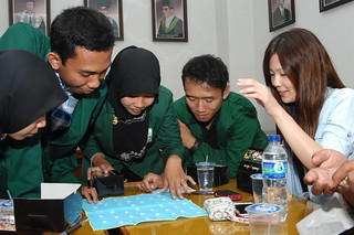 Mahasiswa PMI UIN Sunan Kalijaga berdiskusi dengan mahasiswa Nara Prefectural University Jepang