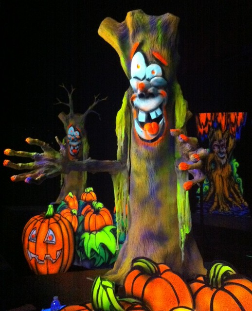 Interactive tree at Holidog's 3D Halloween Adventure