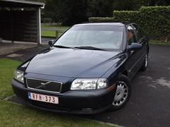 volvo v70(0.0), automobile(1.0), automotive exterior(1.0), executive car(1.0), family car(1.0), vehicle(1.0), mid-size car(1.0), volvo s80(1.0), compact car(1.0), bumper(1.0), volvo cars(1.0), sedan(1.0), land vehicle(1.0), vehicle registration plate(1.0),