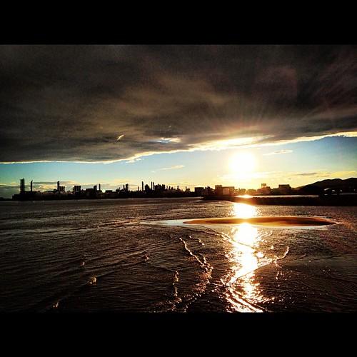海と夕日  そして工場