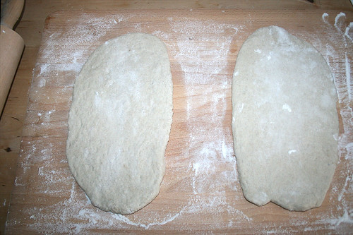 27 - Teig auswalzen / roll out dough