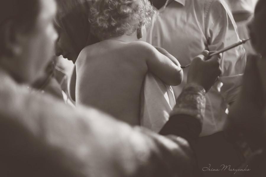 Фотосъемка крещения Стефании в церкви Знамения Пресвятой Богородицы в Дубровицах. Фотограф на крещение Ирина Марьенко.