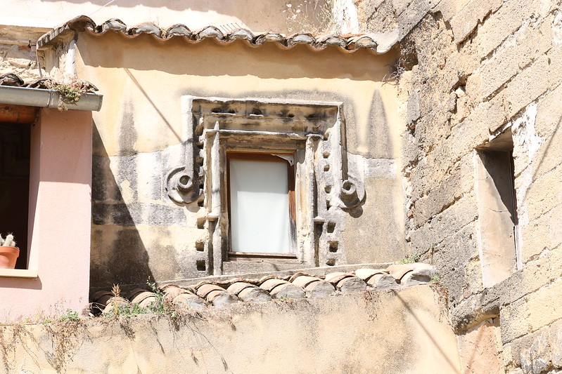 provence village caderousse street 3