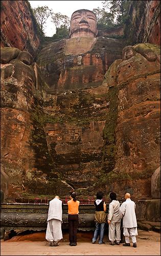 Gran Buda esculpido en la roca de Leshan