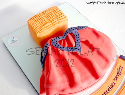 tasarım kıyafet pastası