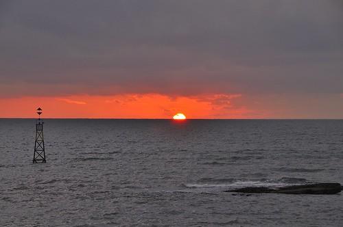 autumn sea sun sunrise equinox torbay riser ealry