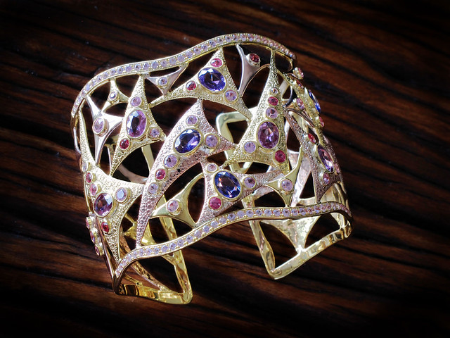 KDee Cuff-with-sapphires-and-spinels-in-rose-and-yellow-gold-web