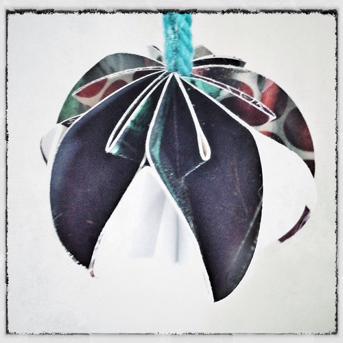 Danamas world origami papierkugeln tutorial - Papierkugeln basteln ...
