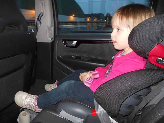 Ava i nya bilstolen