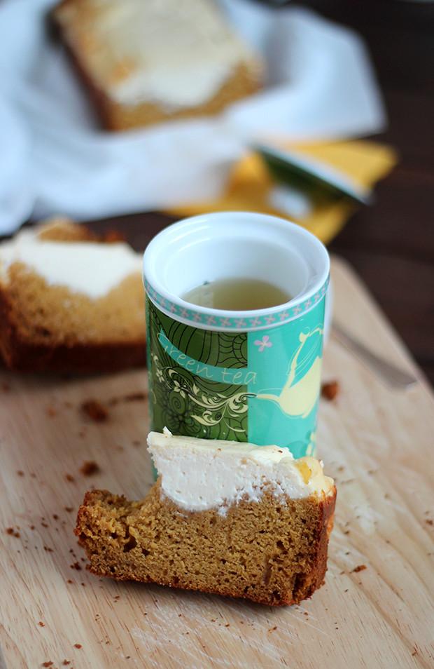 Bizcocho especiado de calabaza con cobertura cremosa de queso