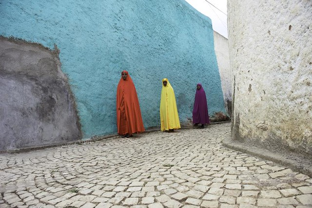 Colors. Harar. Ethiopia - Minimalism in Street Photography