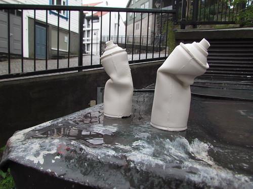 Ceramic spraycans by Habitus