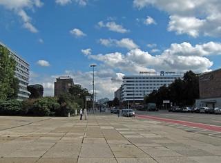 Blick auf Brückenstraße vor Karl-Marx-Kopf