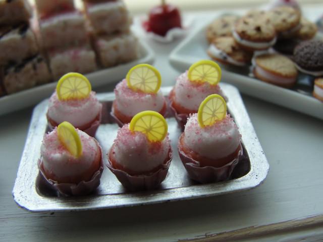 Pink lemonade cupcakes 1:12