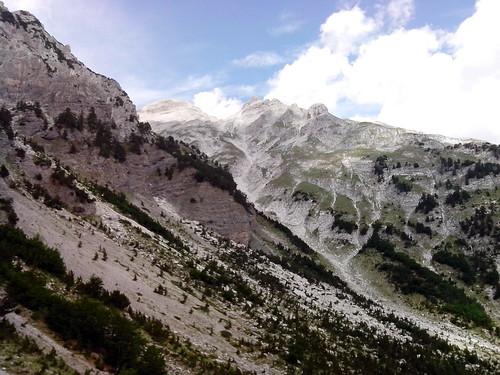 Dove inizia la Vale di Valbona by Ylbert Durishti