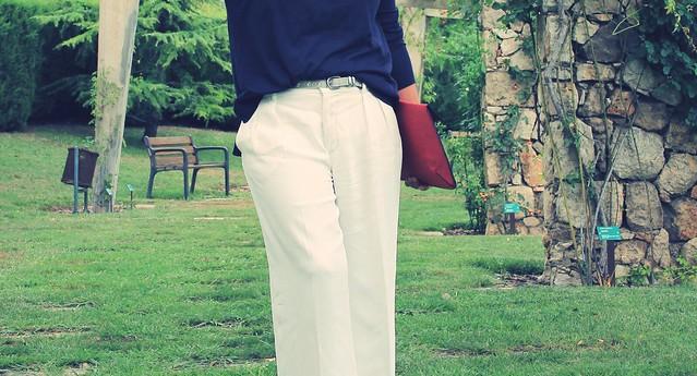 Look pantalón ancho + jersey azul