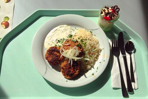 Bifteki mit Reis & Tzatziki