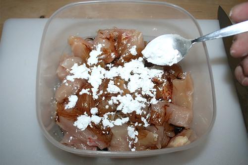 16 - Speisestärke aufstreuen / Add starch