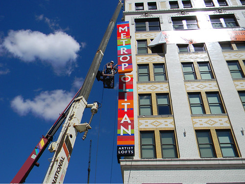 Metropolitan sign installation2