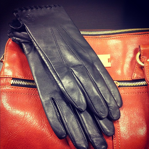 I'm looking forward to getting into the leather glove trend this season. Too bad LA will never be cold enough to need them! #falltrends #leather #gloves