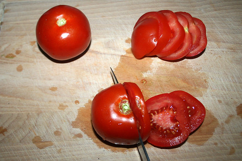 33 - Tomaten in Scheiben schneiden / Cut tomatoes in slices