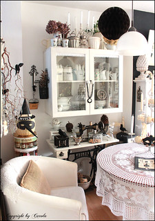 Black & white Fall and Halloween decor